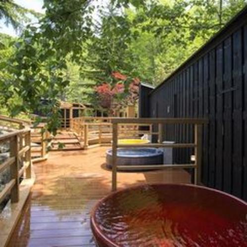 【森の散歩湯WOOD SPA】20個の露天は全て異なる香り湯となっております。