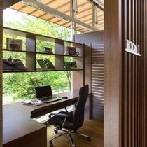【ザ・書斎】読書やパソコンのご利用に、お一人様で自由にお過ごし頂ける個室スペース。