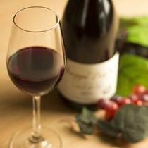 お食事によく合う赤ワインもご用意しております(通常は別途有料)