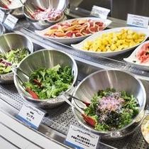 【ブッフェ】地元の健康な野菜をサラダでたっぷりとお楽しみください。