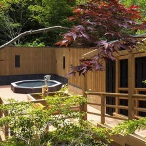 【森の散歩湯WOOD SPA】露天風呂の湯は、贅沢にかけ流しでお楽しみいただけます。