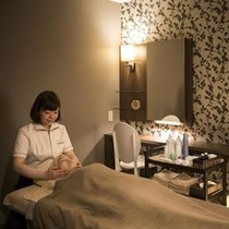 【エステルーム】10階プレミアムフロアにて、落ち着いた個室スペースをご用意しております。
