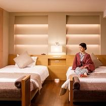 【エグゼクティブルーム】ベッドスペースはツインベッド2台を配しております。