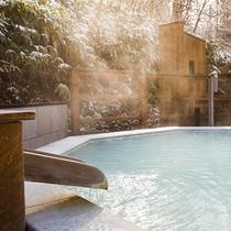 【森の散歩湯WOOD SPA】男女各10個の浴槽全て、異なる香りをお楽しみ頂けます。
