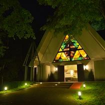 【緑の森の教会】森の中にたたずむ幻想的なチャペル。四季折々の自然に囲まれて祝福の日を。