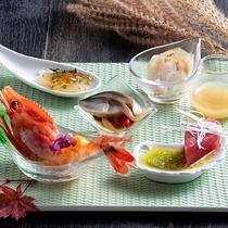 【ZEN・2020年秋】洋風ソースでお召し上がりいただくお造り盛合せ。