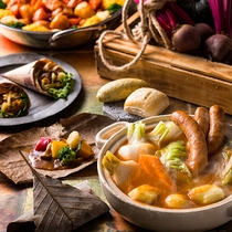 【9~11月限定・朝食ブッフェ】自社農園野菜を主役に、身体に優しい朝食メニューを揃えました。