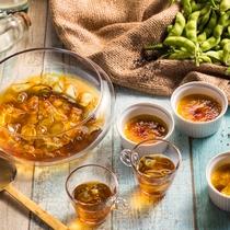 【夕食ブッフェ・6~8月】夏らしい爽やかスイーツ!名水ゼリー黒蜜がけと枝豆の夏ブリュレ。