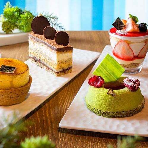 【カフェ】1階カフェではパティシエ手作りのケーキを販売。お部屋でもお召し上がり頂けます(持帰り不可)