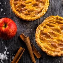 【12~2月限定・夕食ブッフェ】シナモンが香る厚切りリンゴのアップルパイ。