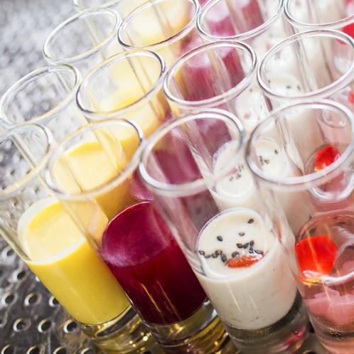 【朝食ブッフェ一例】「飲む畑」で朝の栄養をチャージ。※季節により変更になる場合あり
