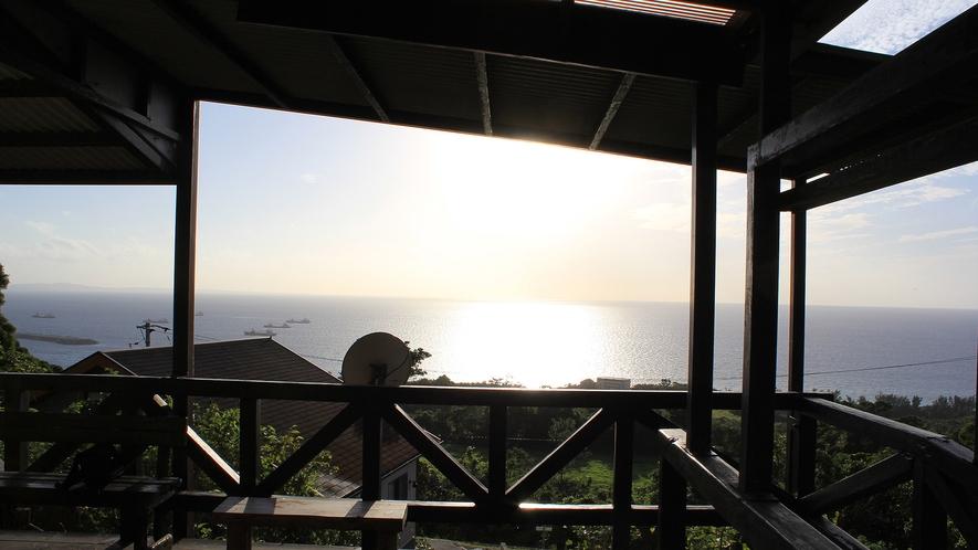 ・テラススイート:テラスの目の前に沈んでいく夕日