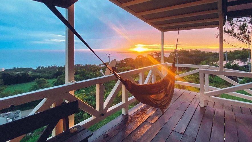 ・テラススイート:ハンモックに揺られながら夕日を眺める贅沢時間