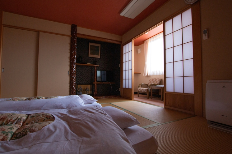 【和室】広々和室でごゆっくりおくつろぎ下さい。