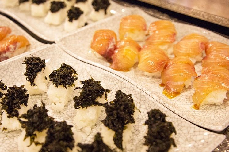 【夕食】バイキングで人気の島寿司