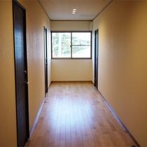 *館内/お部屋は全6室。全室オーシャンビューで、水平線や夕陽の絶景をご覧いただけます。