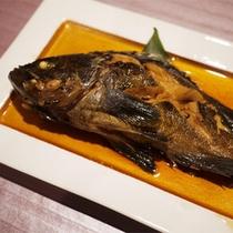 *夕食一例/東北地方の地魚、ソイの煮付け。※料理内容は水揚げ状況により異なります。