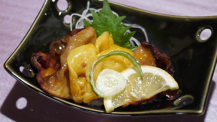 *夕食一例/気仙沼ならではの味覚、ほやの刺身。※料理内容は水揚げ状況により異なります。