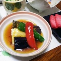 *夕食一例/ニジマスのあんかけ。こくのあるあんかけは女性に人気の味付け。