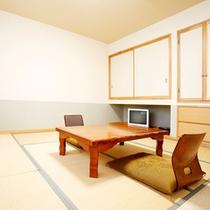 *和室8畳一例/障子窓から明るい日差しの差し込む、シンプルな畳のお部屋。カップル、ご夫婦にお勧め。