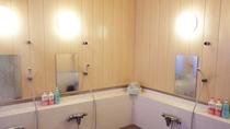 *大浴場一例/男女別に一ヶ所ずつ、4~5名様が同時にお入りいただける広さ。