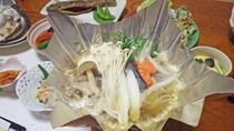 *夕食一例/ニジマスの鍋物。季節ごとの旬の食材と共にお楽しみください。