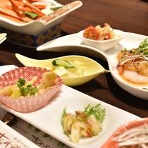 *【夕食一例】四季折々の味覚を美しく彩る夕食をごゆっくりとお愉しみください。