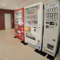 *【館内_自販機】館内には、お飲み物の自動販売機もございます。