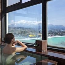 """*【3階展望風呂】聳える名峰""""鳥海山""""の眺望を楽しめると好評です"""