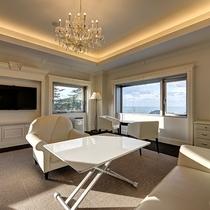 *【スイートルーム】窓からは日本海を望み、時間毎に変わる景色をお楽しみいただけます。