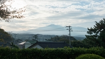 *【景観一例】季節によって表情を変える、雄大な鳥海山。