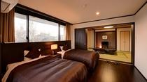 *【(山側)デラックスファミリールーム一例】ゆったりベッドと畳のお部屋。
