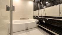 *【スイートルーム】バスルームはゆったり、高級感のある空間。