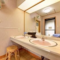 *【3階脱衣所】洗面台は2つご用意しております。