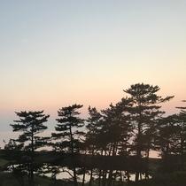*【西館眺望一例】少しずつ変化する空の色をゆっくりと眺めて過ごすのもおすすめです。