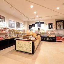 *【売店】ご当地グルメや銘菓など、幅広い商品をご用意しております。