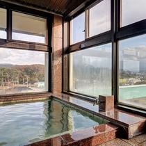 *【3階展望風呂】鳥海山の四季折々の姿を眺めながら、日頃の喧騒を忘れたひとときを。