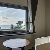 *【(海側)スタンダードツイン】窓から日本海をゆっくりと眺め、癒しの時間をお過ごしください。
