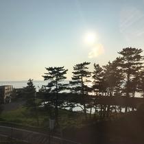 *【西館眺望一例】穏やかな日本海と青空、象潟の美しい景色をお楽しみください。
