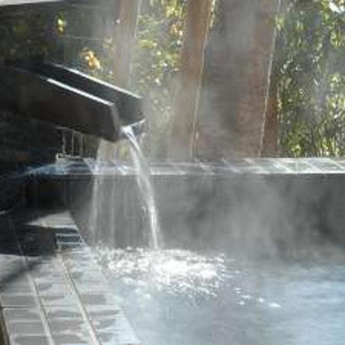 たっぷりの源泉かけ流しの温泉がとめどなく流れます。※霧島観光ホテルとの共同利用となります。