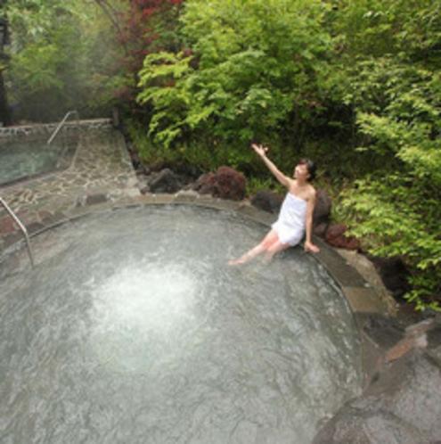 【露天風呂/もみじの湯】溶岩を使ったジャグジー風呂も。※霧島観光ホテルとの共同利用となります。