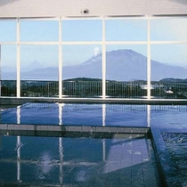 霧島唯一の展望大浴場からは快晴時に桜島が望めます。※霧島観光ホテルとの共同利用となります。
