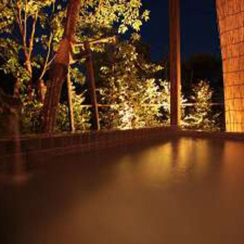 薩摩よりもちょっぴり広めの貸切露天風呂「隼人」※霧島観光ホテルとの共同利用となります。