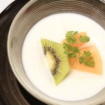【水物/朝食一例】爽やかな朝の食事をしめるフルーツヨーグルト