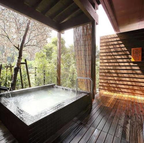 【貸切露天風呂/隼人の湯】有料:1回45分1500円※霧島観光ホテルとの共同利用となります。