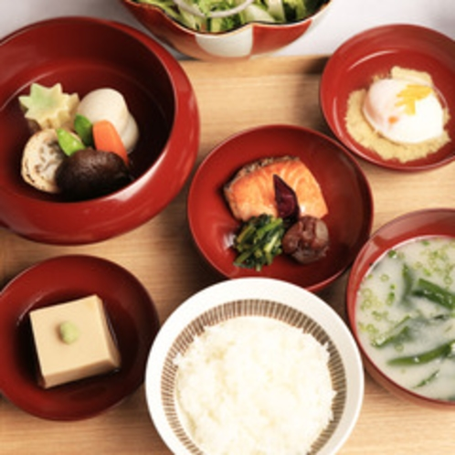 【朝食一例】1日のはじまりは朝食から。こだわりのいりこ椀で楽しめる朝食に