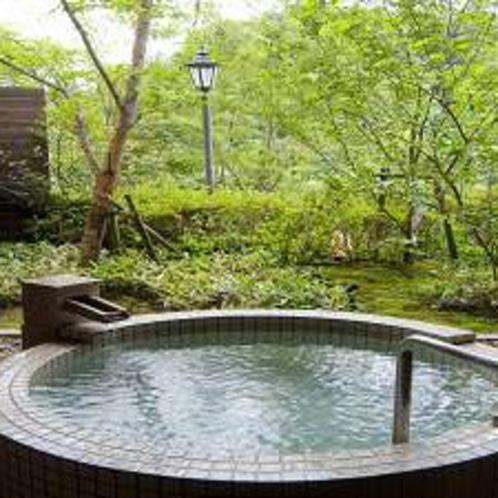 霧島の四季を楽しめる貸切露天風呂『薩摩』※霧島観光ホテルとの共同利用となります。