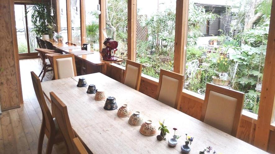 *【レストラン】景色が眺められるテラス席もございます