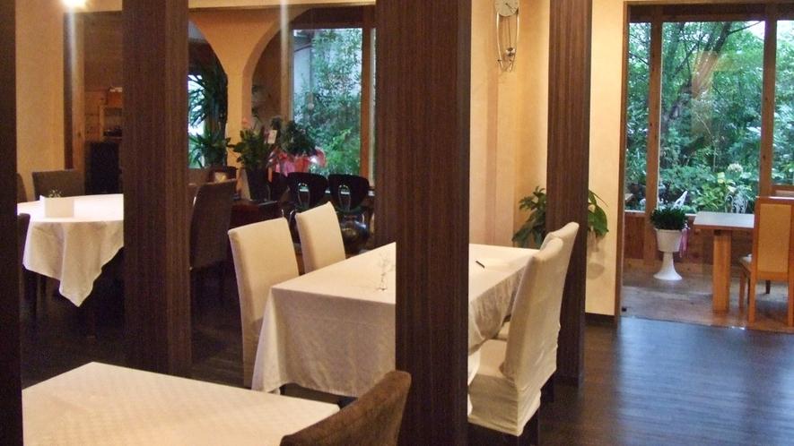*【レストラン】JAZZが流れる落ち着いた雰囲気の中でお食事をお楽しみください