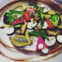 ソテーした鮑・蟹・色々な野菜の蟹みそバーニャフレイダ